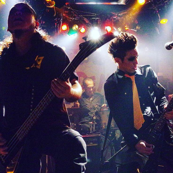 オレんとこだけ突風が吹いてるみたい…hell storm , yeah! ・ 2/19 WildSide  Tokyo SUIREN presents「DRUNKERS HIGH!! Vol.1」 ⚡カナシバリの出番は4番目19:10〜予定death ・ photo by chika ・ ・ ・ ・ ・ #カナシバリ #metal #loudrock #flyingv  #フライングv  #ロックバンド  #バンド  #rockband #ライブ #アンチヒーロー #punk #heavyrock #メタルロック #ラウドロック #アウトロー #ハードボイルド #ガスタンク #gastunk #モノクロ #爆裂都市 #burstcity #バクテリア