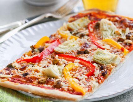 Parmesanpizza med nötter och kronärtskocka