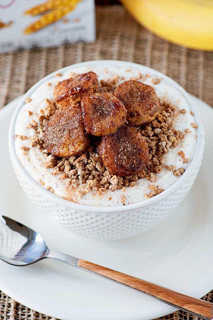 Fried Cinnamon banan miski!  Kremowa grecki jogurt zwieńczona winogron Nuts®cereal i smażone banany cynamonu.  Sprawia, że na łatwe i smaczne śniadanie dla zapracowanych rano!  #ad #Postfortheholidays #SINGMovieSweeps PostSave $ # 4    HomemadeHooplah.com