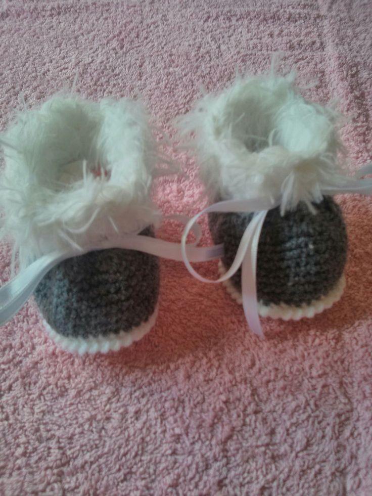 Chaussons bébé botillons en laine grise et blanche en taille 3 mois : Mode Bébé par crea-lutins