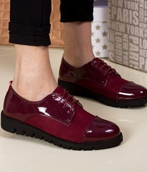 Pantofi bordo fara toc tip Oxford din piele lacuita si catifea