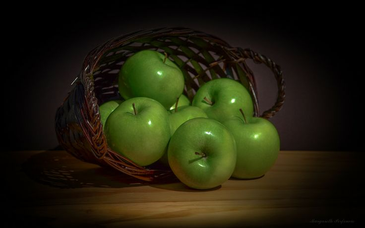 Green apples by Margareth Perfoncio on 500px