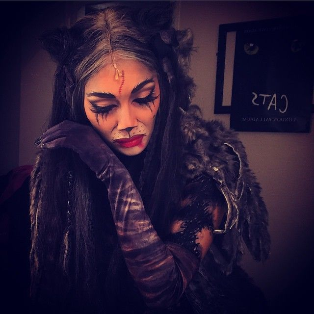Grizabella makeup
