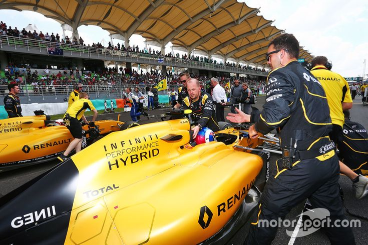 Jolyon Palmer, Renault Sport F1 Team RS16 on the grid