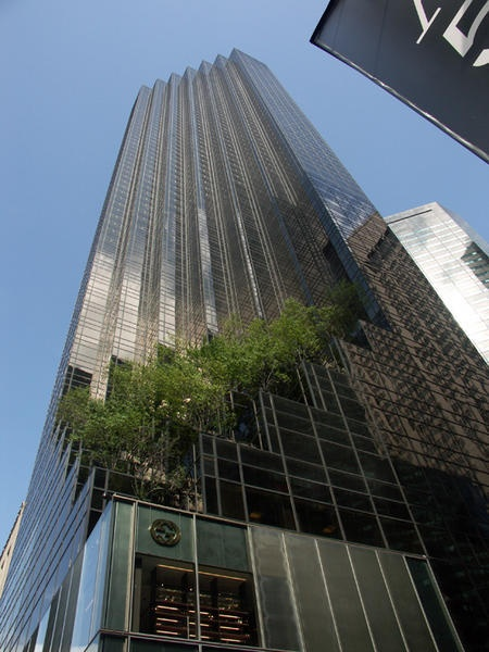 NYC. TRUMP TOWER at 5th. Ave. In Summertime //  - Le blog INSOLITE de NELLOU