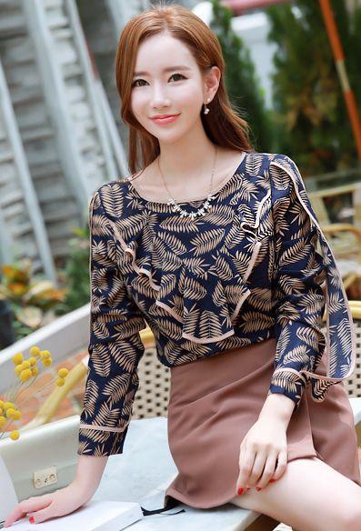 StyleOnme_Leaf Print Color Trim Frill Blouse #leaf #floral #elegant #blouse #falltrend #koreanfashion #kstyle #kfashion #seoul #dailylook #prefall