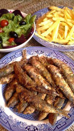 """Ingrédients: 1 kg de sardines évidées écaillées. 5 gousses d'ail 1 échalotte ou un oignon blanc Une poignée de persil 3 ou 4 cuillères à soupe d'huile d'olive ou de tournesol Sel,poivre noir,cumin,une pincée de cannelle, paprica Purée de piment rouge""""dersa""""..."""