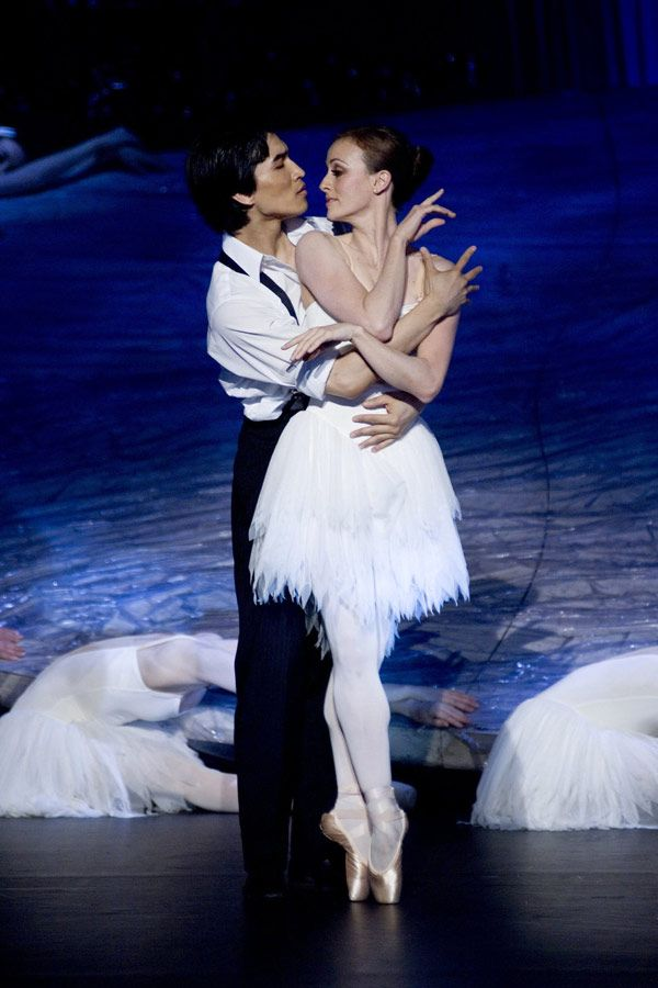 Li Cunxin and Mary McKendry - Chi Cao and Camilla Vergotis in Mao's Last Dancer (2009).
