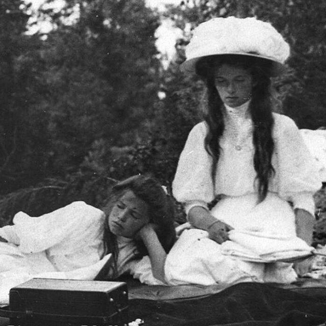 Grand Duchesses Maria and Olga #romanov#romanovs#romanova#dynasty#romanovdynasty#grandduchess#grandduchessmaria#mariaromanov#marianikolaevna#royal#princess#russia#ofrussia#grandduchessolga