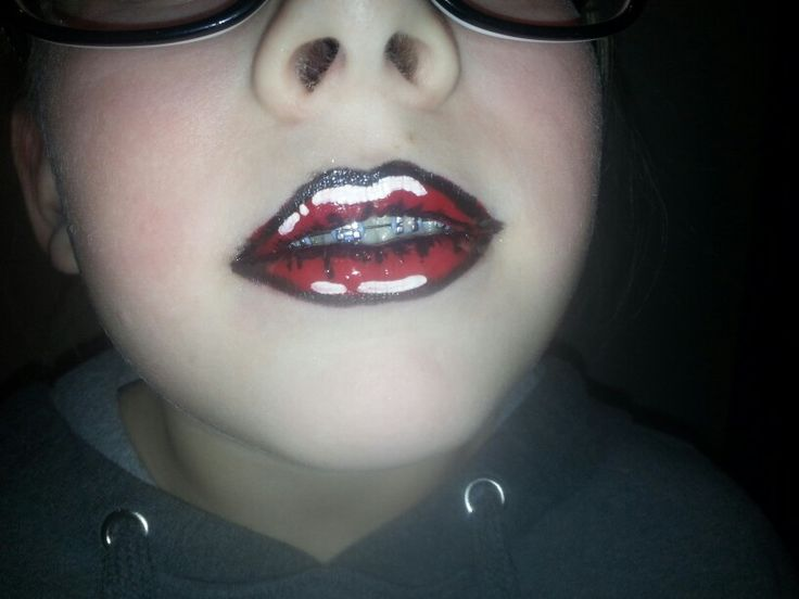 Try out...comic lips facepaint
