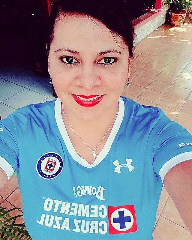 El {equipo|club|conjunto|grupo} {de|} Cruz Azul {recibe en la cancha del|se enfrenta en el|se enfrentará en el|recibirá en el} Estadio Azul (Ciudad de México (D.F.)) a Pachuca en {partido|duelo|juego} de {torneo local|Liga MX|Primera División}. El {partido|duelo|juego|compromiso|enfrentamiento} corresponde a la {jornada|fecha} 11 del {torneo|certamen|campeonato}. {Por otro lado|Mientras que|No obstante} la {transmisión|emisión|difusion} de Cruz Azul vs Pachuca en Vivo {será|es|va a ser|}…