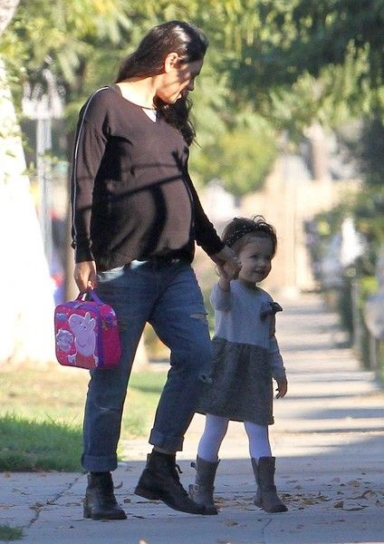 Mila Kunis Photos Photos - Pregnant actress Mila Kunis is spotted out with her daughter Wyatt in Studio City, California on November 2, 2016. Mila has recently stood up to gender bias in Hollywood and has vowed to take the subject head on whenever she feels she or other women are being mistreated. - Mila Kunis Out With Her Daughter Wyatt