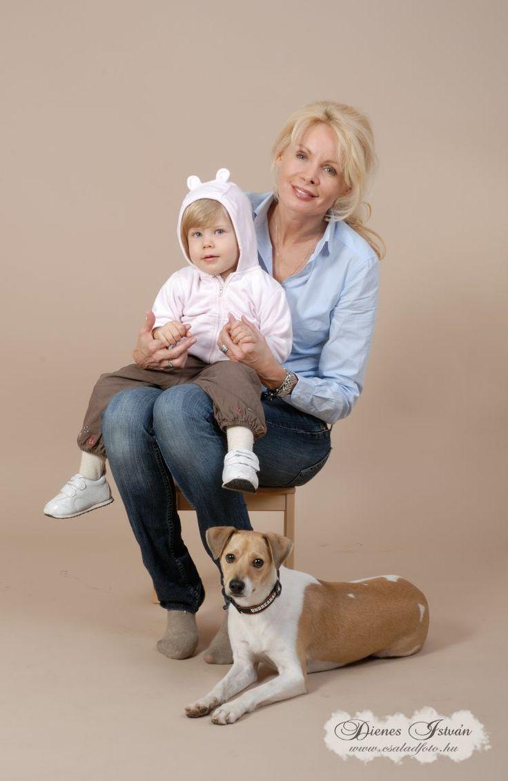 Gyermekfotózás műteremben kutyával | Csaladfoto.hu - Dienes István http://csaladfoto.hu/gyermekfotozas/