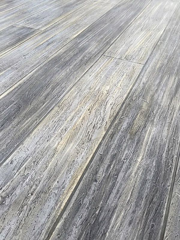 Delightful Gray Concrete Floor That Looks Like Washed Wood