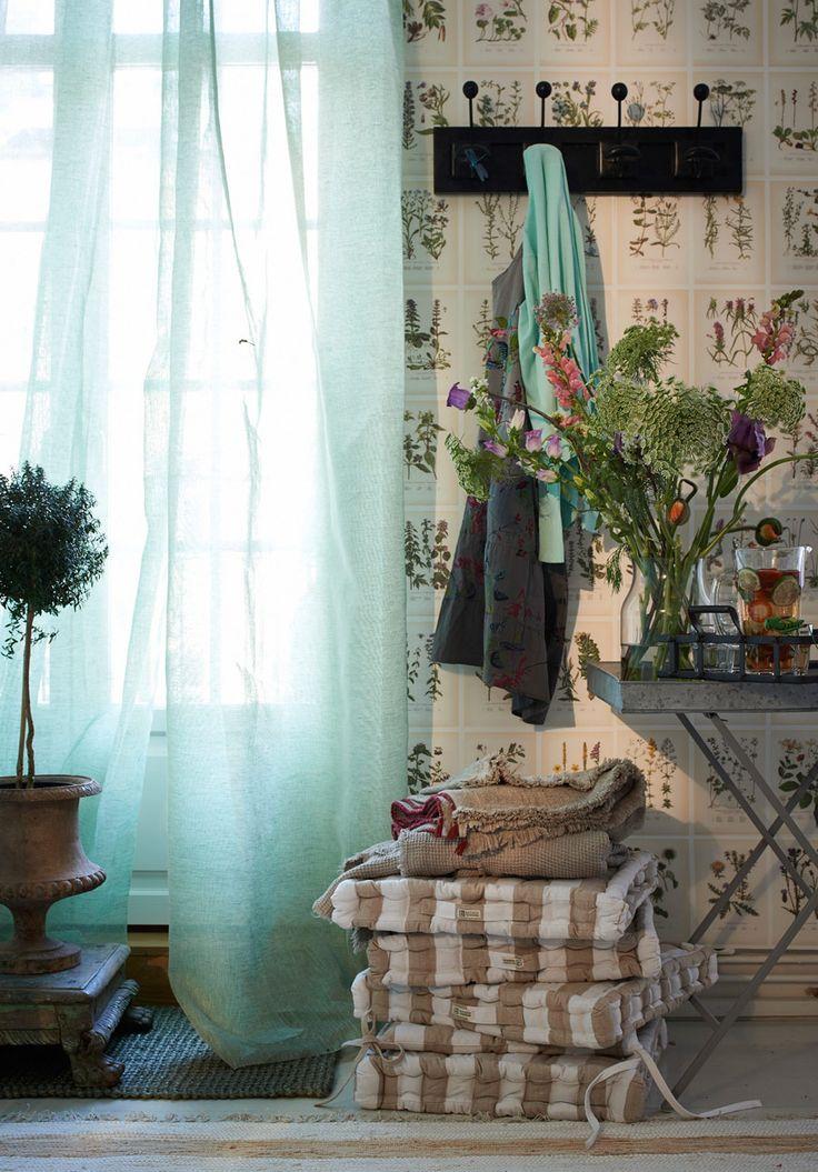 Tapet Botanica med 234 olika botaniska motiv, 2 600 kr/rulle,  0,45 x 16 m, Sandberg.