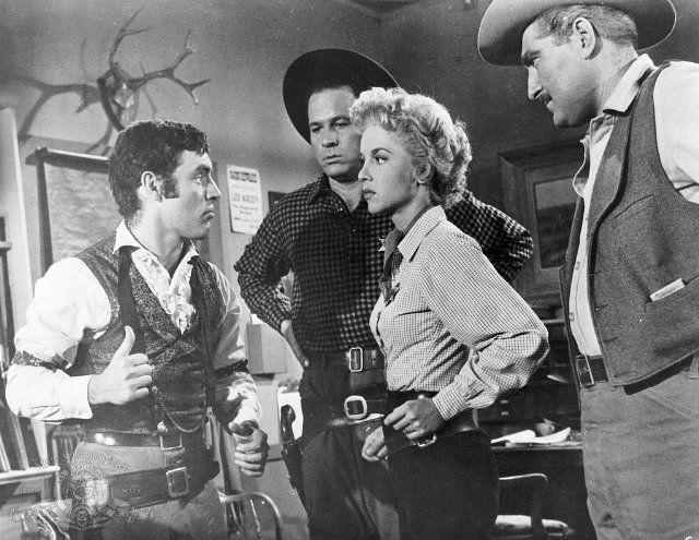 Still of Beverly Garland and John Ireland in Gunslinger (1956)