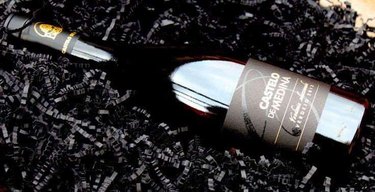 Castelo de Medina Verdejo Vendimia Seleccionada 2013 es el nuevo vino de Bodegas Castelo. Un vino Verdejo diferente y especial con el cual hemos dado la bienvenida al 2016. Un vino que sorprende en todos los sentidos, con una nariz fina y elegante que aglutina los aromas del verdejo clásico, como a…