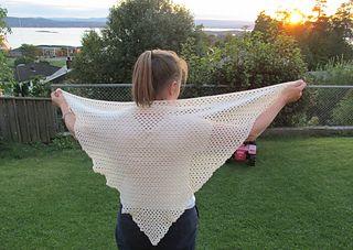 Heklet sjal, mønster og oppskrift.