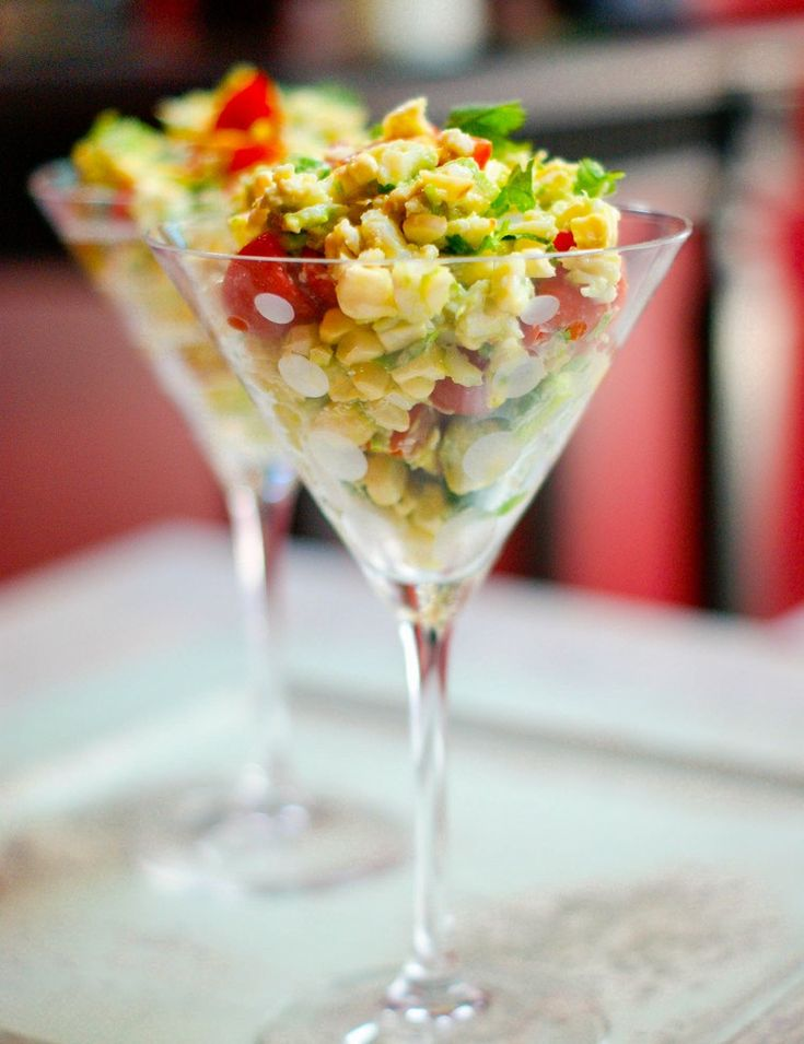 Vorspeisen im Glas salat-cocktailglas-serviert-idee-partyessen