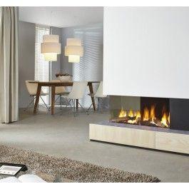 Door de extravagante vormgeving is de #Dru Metro 100XTL-41 RCH uitstekend geschikt om op de hoek van twee woonruimtes te plaatsen, zoals in de typische L-vormige woonruimtes. Hierdoor is het mogelijk zowel in de zitkamer als in de eetkamer te genieten van de #haard. #Fireplace #Fireplaces #Gashaard #Kampen #Interieur