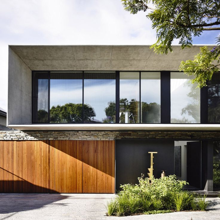 A superb collaboration between Eckersley Garden Architecture and Matt Gibson Architecture for the 'Concrete House' in Melbourne. A modern plant palette brings a sublime textural elegance to the front garden, whilst adding enormous value to the streetscape.