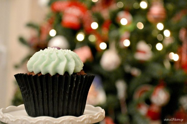 Διαγωνισμός με δώρο πρωτοχρονιάτικη τούρτα και εορταστικά μπισκότα.  Cookie Box  #cupcake #xmas #xmastree #xmaslights