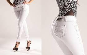 Pantalones colombianos. Pantalones para realzar la figura. Pantalones a la cintura. Pantalones de talle alto, high waisted, de tiro alto.