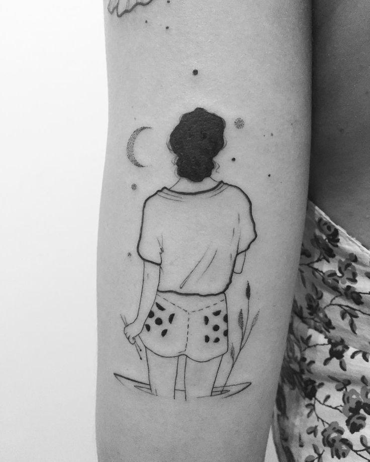 Tatuagem criada por Bru Simões do Espírito Santo.  A mulher o lago e a noite.  #art #arte #tattoo #tattoo2me #tatuagem #delicada #sweet