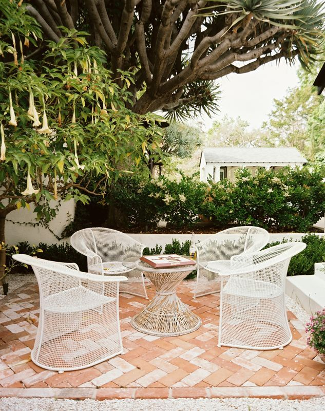 Lonny Magazine July/Aug 2011 | Photography by Patrick Cline; Interior Design by Ruthie SommersPatios Furniture, Patio Furniture, Back Yards, Lonny Magazines, Patios Sets, Outdoor Patios, Interiors Design, Outdoor Spaces, Backyards