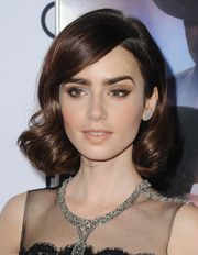 Le regard de chat de Lily Collins