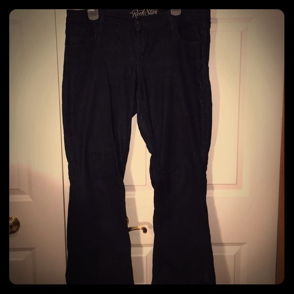 Old navy jeans Cute rock star old navy jeans. Great condition! Make an offer! Old Navy Pants