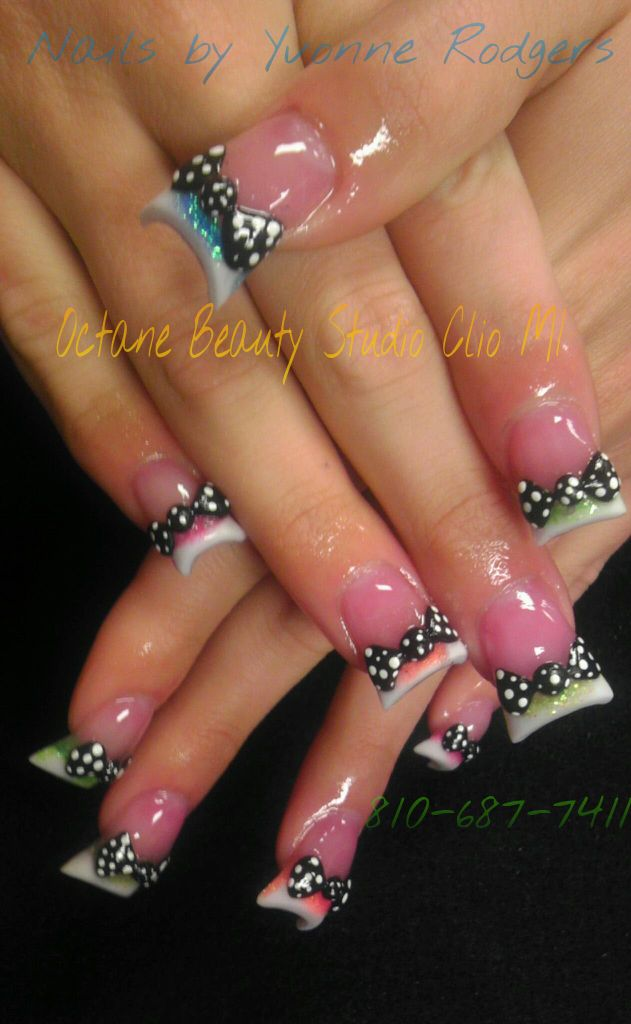 Flared nail design with 3D bows