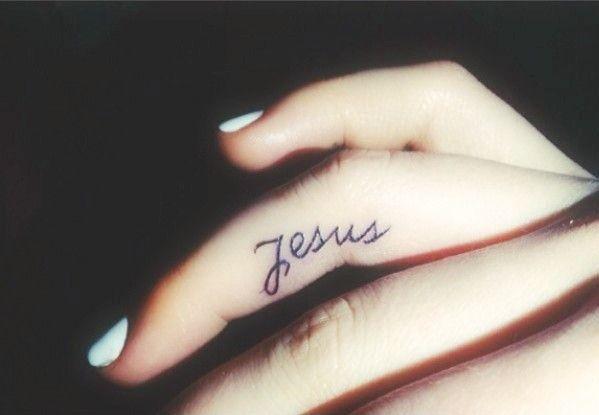 tatuagem-jesus-no-dedo: