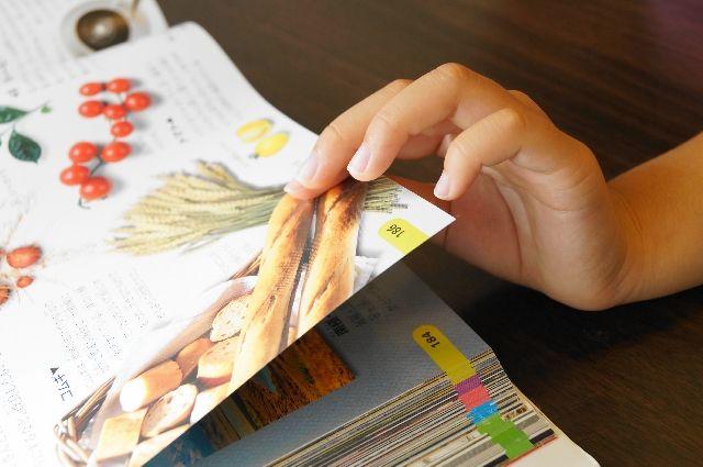 http://primemama.com/archives/868 保育士が読み聞かせに使う「子どもが夢中になる絵本」0〜2歳編 娘が通う保育園の保育士たちに聞いてきました。我が家で反応がよかった絵本(+おまけ動画)もご紹介しますね。