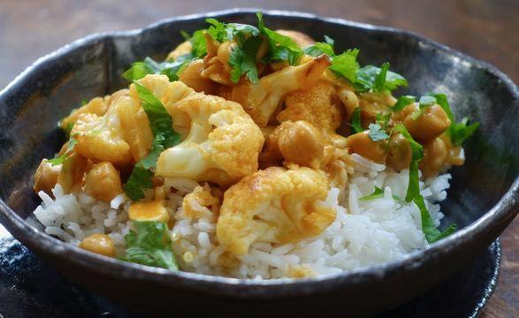 Curry kukkakaalista ja kikherneistä