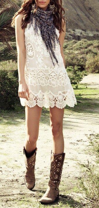 Lace w/ boots ★ ❥ #bohemian #boho #beautiful #style #aesthetic | look de inspiração ♥ não disponível no muccashop