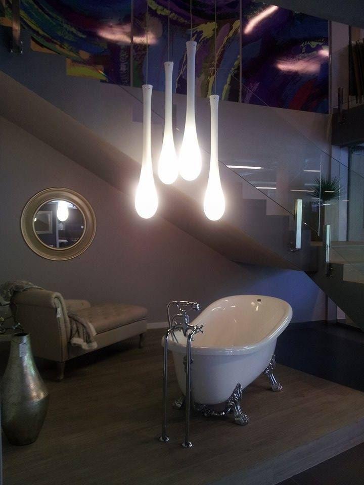 Un alt proiect de amenajarea interioara a unui show room in care am integratat lustrele Lacrima ale brandului Vistosi corpuri de iluminat.