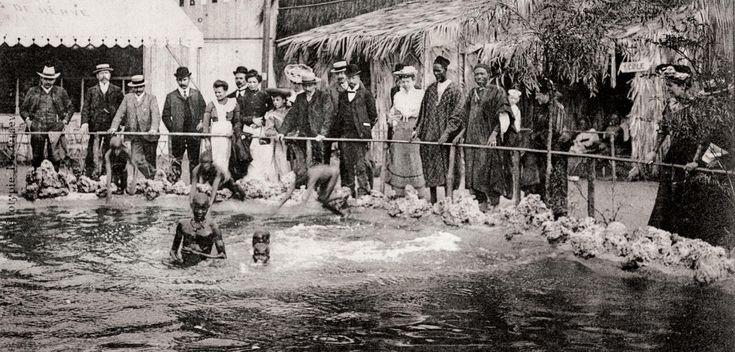 Le bassin du «village sénégalais», Exposition universelle de Liège, carte postale, héliotypie, 1905. ©P. BLANCHARD/Collection Groupe de recherche ACHAC