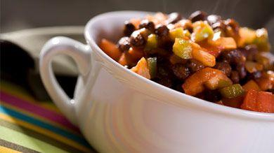 Chili aux haricots noirs. Un plat réconfortant, substantiel et délicieux. Vous ne vous apercevrez même pas qu'il ne contient pas de viande. #recette #enfant #sante #vegetarien