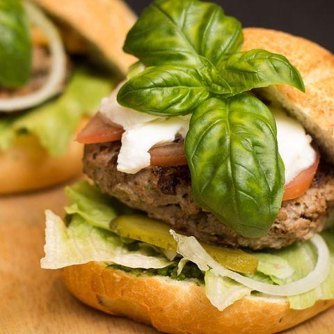 Bylinkové burgery: #burger #maso #bylinky #maca #česnek #chilli #recept