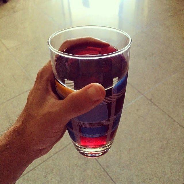 Chá de Hibisco e o incrível poder da definição muscular | SOS Solteiros