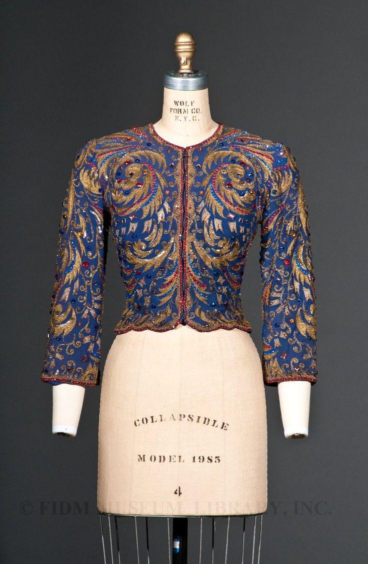 yeoldefashion: Une veste de soirée incroyablement brodés, perlés et Bejeweled produite pendant la courte durée du partenariat Hollywood concepteurs Howard Greer et Travis Banton.  La veste a été porté par Marlene Dietrich en 1936.