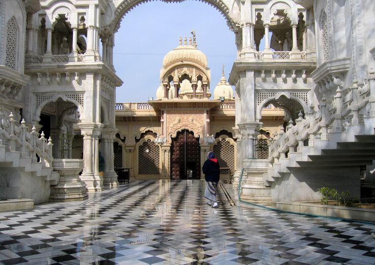 Templo de Krishna Balaram      Coloreable India ofrece India tours y servicios de viajes para que tus vacaciones sean inolvidables y emocionantes. Ofrece tours de grupos pequeños de gente española              http://www.colourableindia.com/