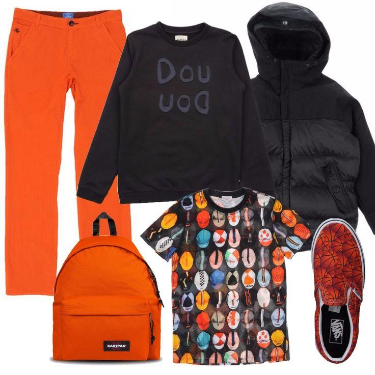Un look pratico per i nostri bambini, comodo per andare a scuola. Pantaloni arancioni con tasche davanti e dietro, una maglietta con stampa fantasia su base nera e una felpa nera con scritta tono su tono. Per uscire una comoda sneaker arancione, un piumino nero con cappuccio e uno zaino Eastpak, ovviamente arancione.