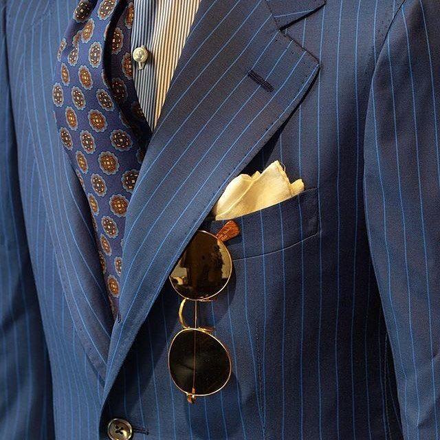 "Details of our #Vicuña, #handmade in #Italy using precious materials such as 24 carat #gold plated rodium 👓🇮🇹  Ph: @zarembabespoke #tbdeyewear #thebespokedudeseyewear #dapper #style #sunglasses #elegance #bespoke #occhiali #shades #menswear (at Zaremba Bespoke Tailoring (Pracownia Krawiecka ""Zaremba""))"