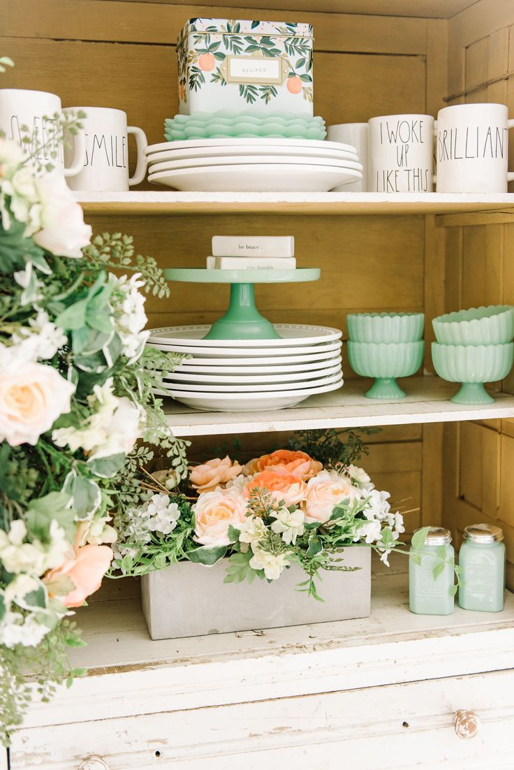 Cheerful Spring Farmhouse Dining Room |