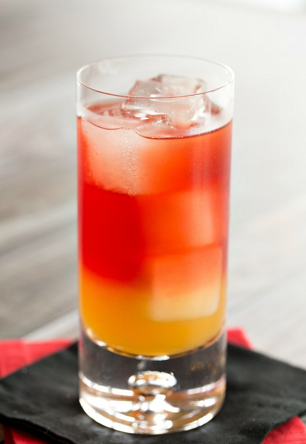 Autumn Sunset - spiced rum, apple cider and cranberry juice! #drinks #cocktails #fall