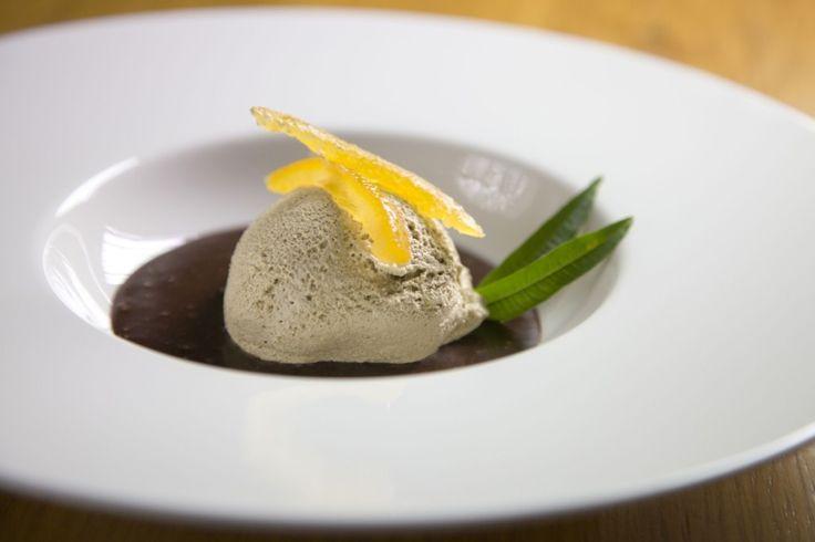 Schiuma di liquirizia con salsa di gianduia Fabbri, dello Chef Gaetano Alia