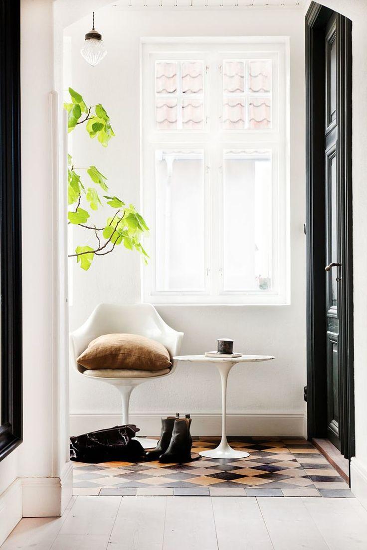 PUNTXET Una vivienda de los años 20 moderna y con personalidad #deco #decoracion #hogar #home #estilonordico #nordicstyle #pasillo #hallway