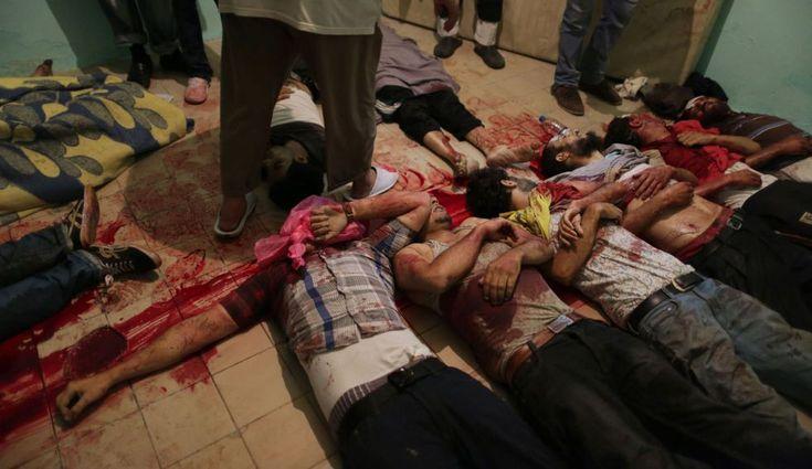 Cuerpos sin vida permanecen en la morgue de un hospital de El Cairo, 8 de julio de 2013. Al menos 51 personas perdieron la vida en los enfrentamientos entre los partidarios de Mohamed Morsi y miembros del ejército egipcio. (AFP)